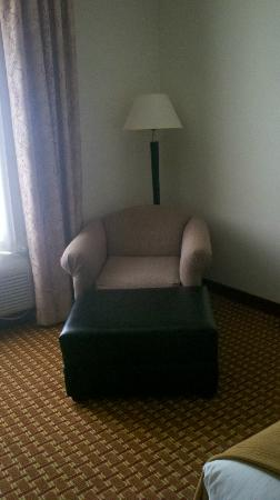 Holiday Inn Express Clanton: The comfy lounge chair.