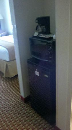 Holiday Inn Express Clanton: Fridge and Microwave