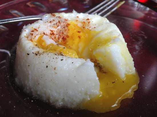 Cranmore Mountain Lodge Bed and Breakfast: Poached egg in the fabulous homestyle breakfast