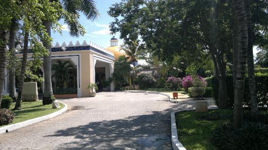IBEROSTAR Paraiso Del Mar: Front entrance