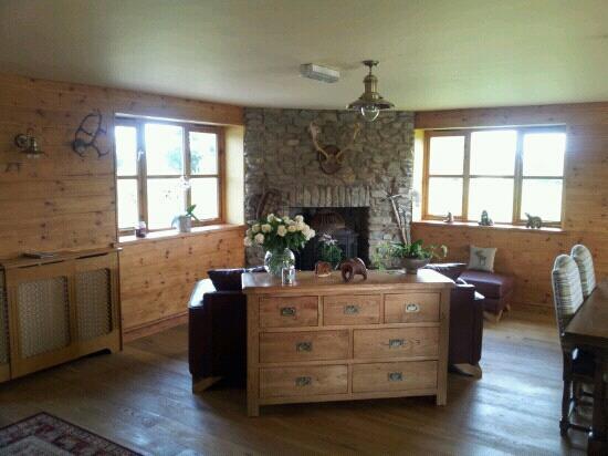 Big Bear Lodge: living area