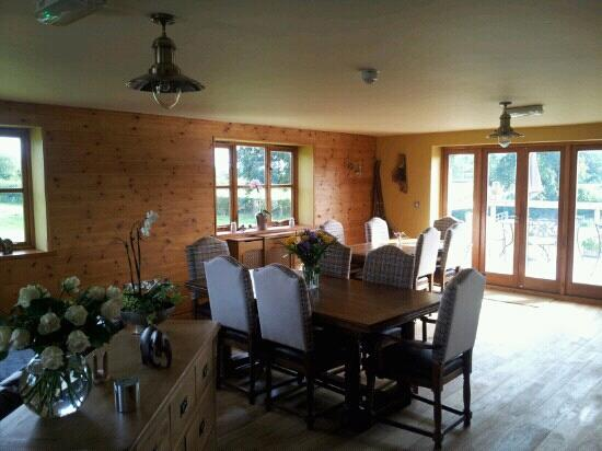 Big Bear Lodge: dining area