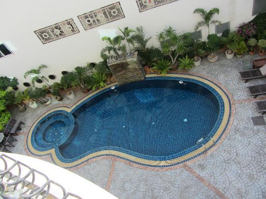 LK Pavilion: Бассейн с детским отсеком. Вода чистая и прохладная.
