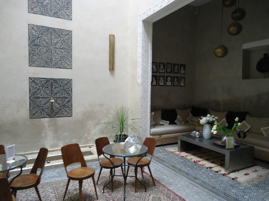 Riad Anata: Salon