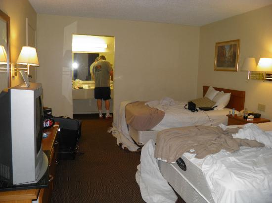 Super 8 New Orleans: More room