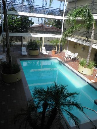 Super 8 New Orleans: Very cool pool area