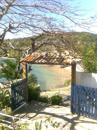 Nomad Buzios Seashore Hostel: caminho da praia Azeda e Azedinha 
