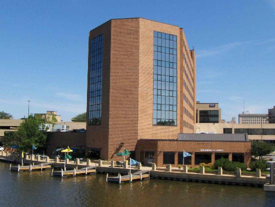 BEST WESTERN PREMIER Waterfront Hotel & Convention Center: Hotel Exterior