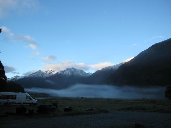 DOC Cascade Creek Campsite : Camp am Morgen