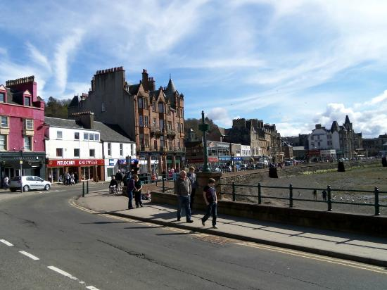 The view of the town to the left of the Little Bay Cafe in Oban