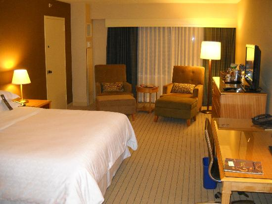 Sheraton Seattle Hotel: Nice big sitting area, new furniture, great view