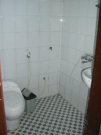 Cemara Indah Hotel: Bad