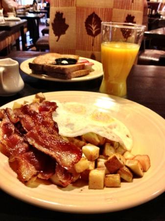 A great breakfast just the way I ordered it at the Lodge at Eagle Crest. Delicious bacon!