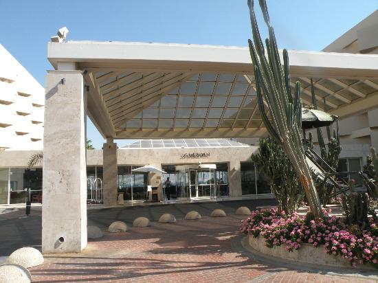 U Suites Eilat: Вход в отель