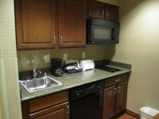Homewood Suites Denver International Airport: Nice Kitchenette