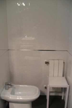 Chateau La Roca Hotel: shower