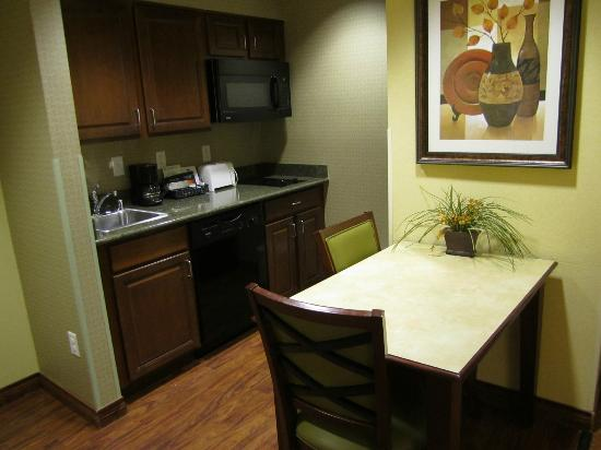 Homewood Suites Denver International Airport : Cute Seating to Eat