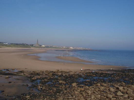 Long Sands Beach: Longsands beach with Cullercoats in the distance