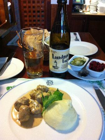 Operakallarens bakficka : Great swedish meatballs with a good swedish beer