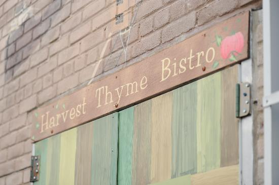 Harvest Thyme Bistro: Alley Entrance