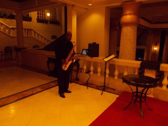 Sandals Regency La Toc Golf Resort and Spa: Our dinner music was great at the Pavillion!