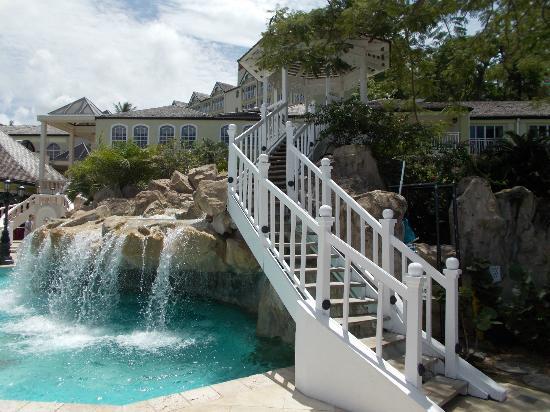 Sandals Regency La Toc Golf Resort and Spa : Beautiful pool