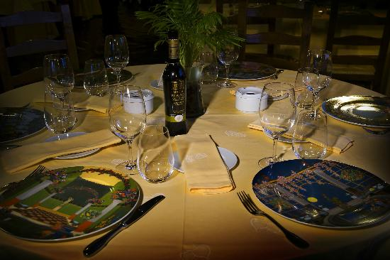 Hotel Restaurante Florida: mesa comerdor
