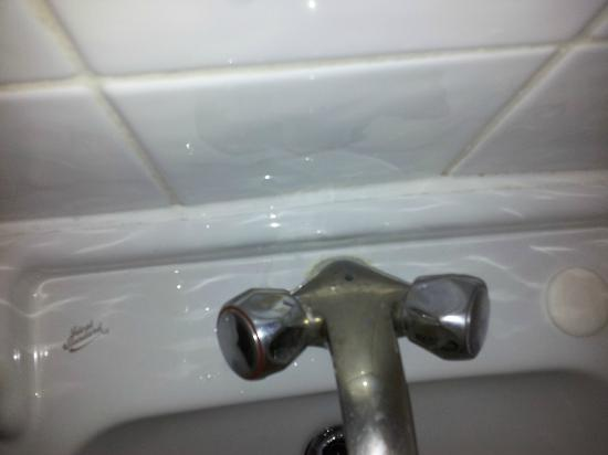 Kensington Rooms: Needs a wipe