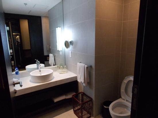 Holiday Inn Beijing Focus Square: bathroom