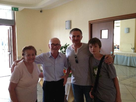 Hotel Olimpico: Mr. Peppino with his wife on the left