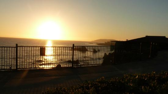 Shore Cliff Hotel: Make sure you see the sunset!