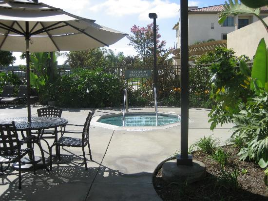 Homewood Suites by Hilton San Diego Airport - Liberty Station: Hot tub - beautiful grounds.