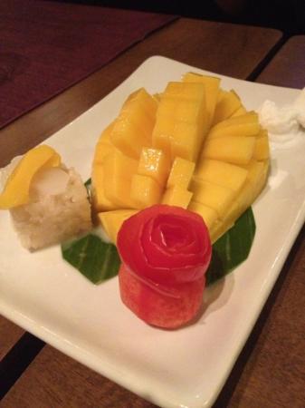 ThaiSquare : Thai dessert ( mango sticky rice serve with lemon sorbet )
