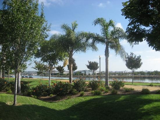 Homewood Suites by Hilton San Diego Airport - Liberty Station: View from our room - beautiful walking spaces.