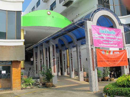 Chainat Thani Hotel: Hotel entrance