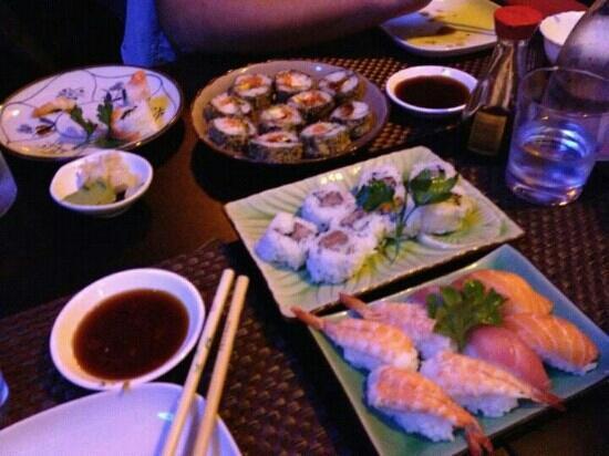 Toyama : futomaki fritto, spicy tuna roll, Nigiri tonno salmone gamberi