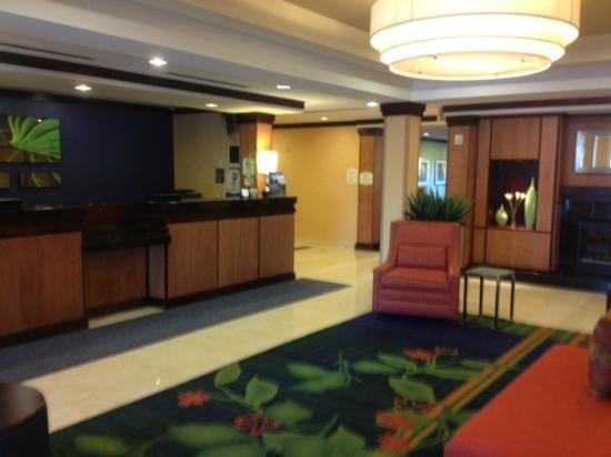 Fairfield Inn & Suites Mahwah: The Lobby as you Enter