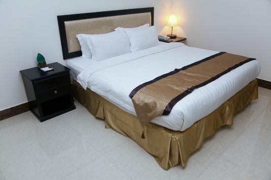 Cardamom Hotel: Bed