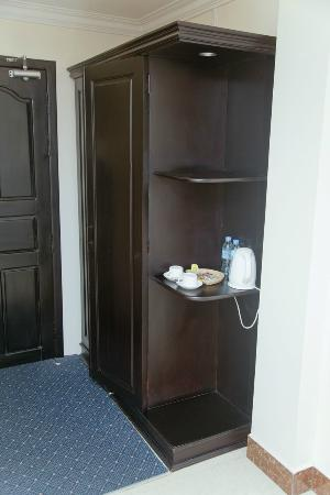 Cardamom Hotel: Cupboard
