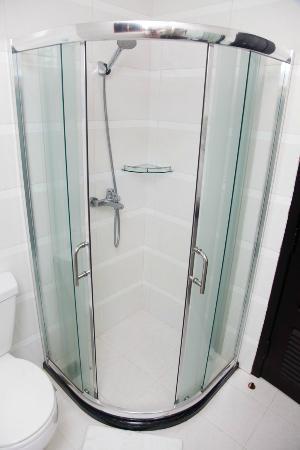 Cardamom Hotel: Shower