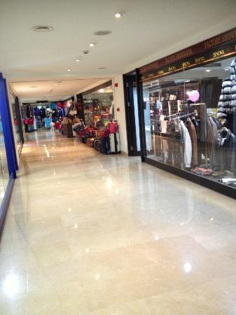 Titanic Beach Lara Hotel: onsite shops