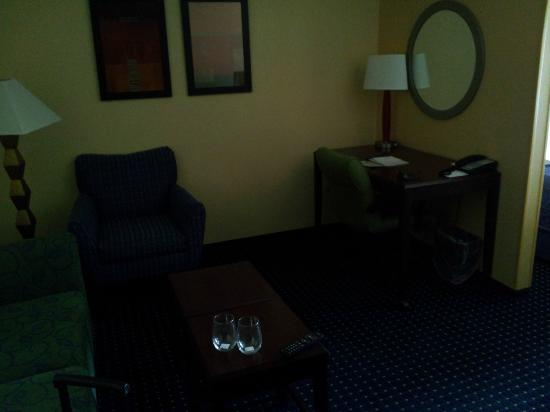 SpringHill Suites Cedar City: Desk and sitting area