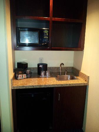 SpringHill Suites Cedar City: Sink and Microwave