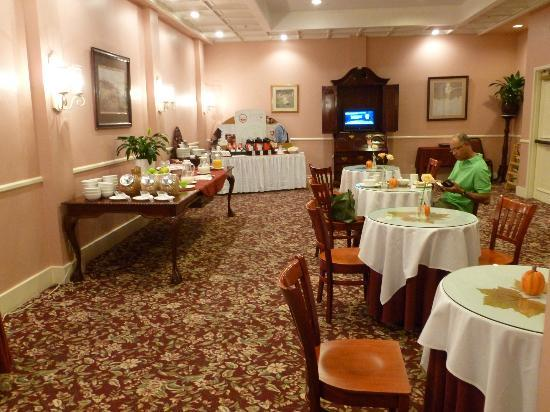 Monterey Hotel: breakfast room