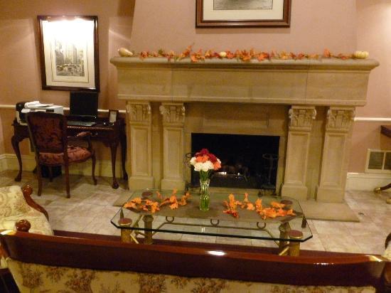 Monterey Hotel: Lobby