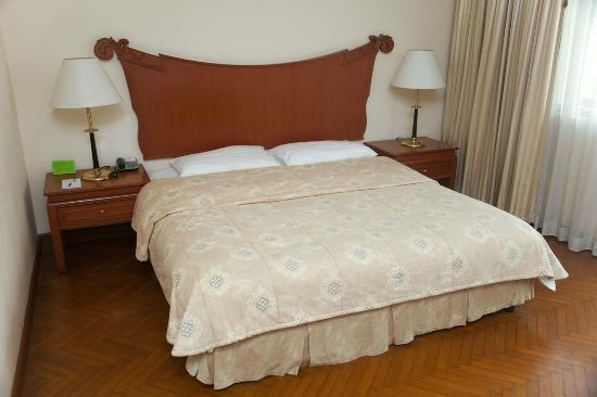 MiCasa Hotel Apartments: Bed