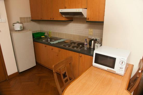 MiCasa Hotel Apartments: Kitchen
