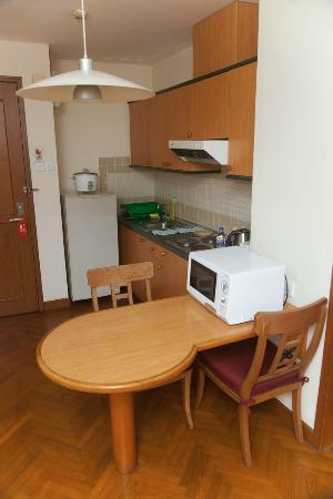 MiCasa Hotel Apartments Yangon Managed by AccorHotels: Kitchen