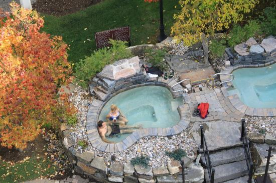 Residence Inn Mont Tremblant Manoir Labelle: The hot tubs