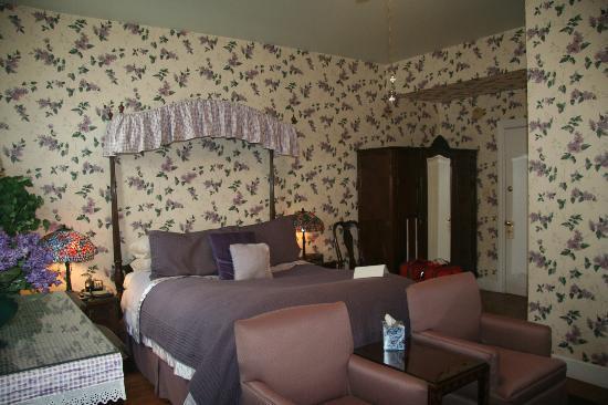 Tara - A Country Inn: Lilac Room 